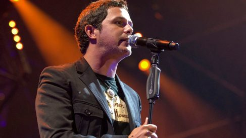Lee las mejores frases de canciones de Alejandro Sanz