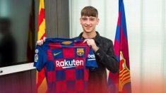 Barry posa con la camiseta del Barcelona.