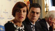 Maria Chivite y Pedro Sánchez en un desayuno de Fórum Europa. (Foto: PSOE)