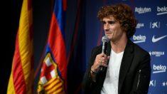 Griezmann responde a una pregunta durante su presentación como jugador del Barcelona. (AFP)