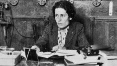 La diputada socialista Victoria Kent.