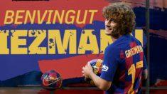 Griezmann posa en su presentación como jugador del Barcelona. (AFP)