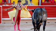 Juan Leal ante un Miura en San Fermín. Foto: EFE