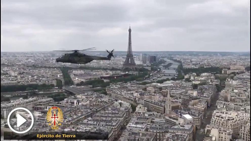 Helicópteros españoles sobre París en la Fiesta Nacional francesa.