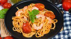 Espaguetis con gambas y tomate