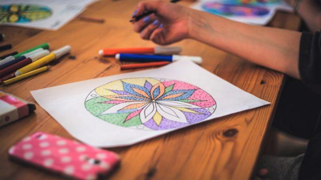 Cómo pintar mandalas en el suelo