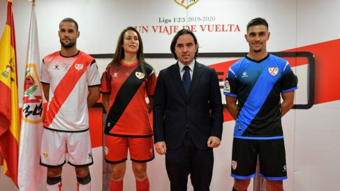 El Rayo Vallecano ha presentado sus nuevas equipaciones (@RayoVallecano)