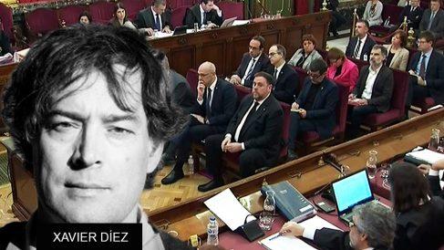 El historiador Xavier Díez junto a una imagen del juicio del 1-O en el Tribunal Supremo
