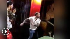 Momento de la agresión en La Coruña.