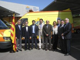 Un grupo de Al Qaeda exhibe una ambulancia de la Generalitat entre sus fuerzas motorizadas
