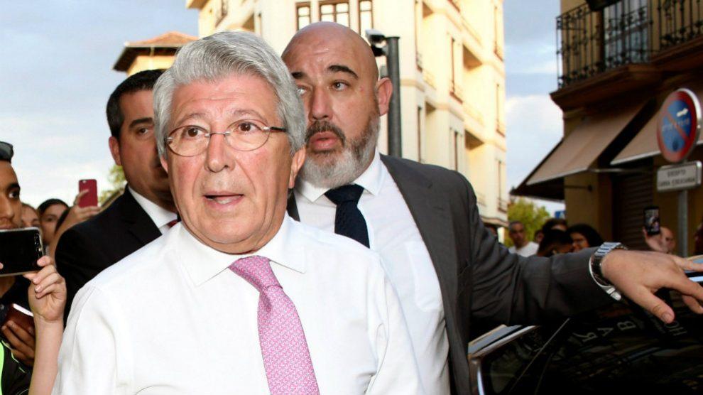 Enrique Cerezo a su llegada al restaurante José María (EFE)