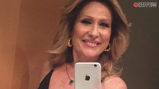 Rosa Benito luce orgullosa de su hijo rapero de 22 años