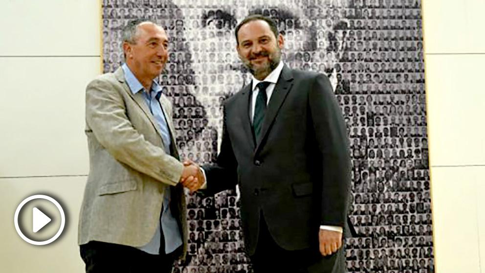 Joan Baldoví y José Luis Ábalos tras anunciar el acuerdo para apoyar a Sánchez en la votación de investidura.