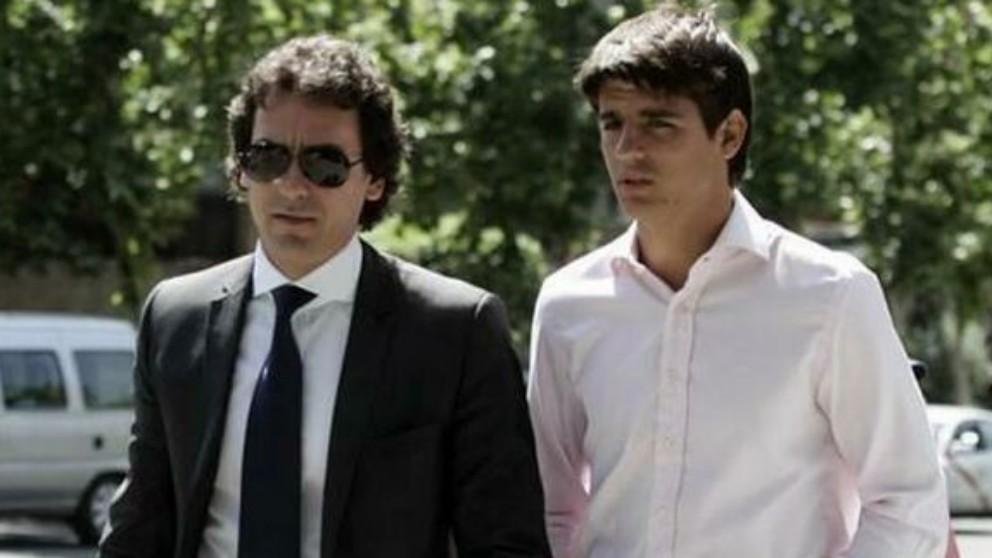 Juanma López, junto a Morata. (EFE)