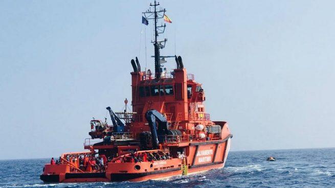 Salvamento Marítimo rescata en una sola noche a 219 inmigrantes a bordo de tres pateras