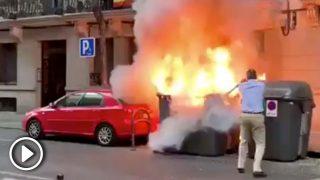 Javier Ortega Smith, concejal de VOX, apagando el fuego de los contenedores @Twitter