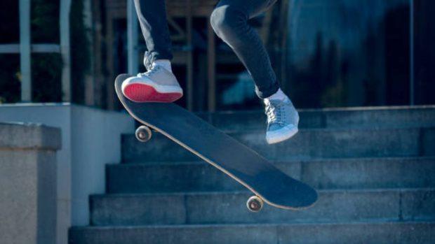cómo saltar en skate
