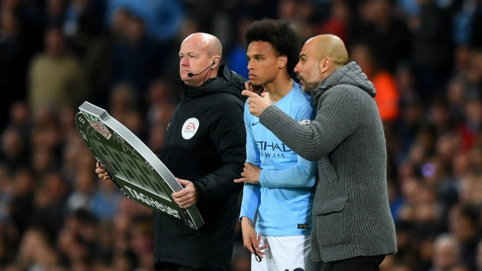 Guardiola conversa con Sané en un partido. (Getty)