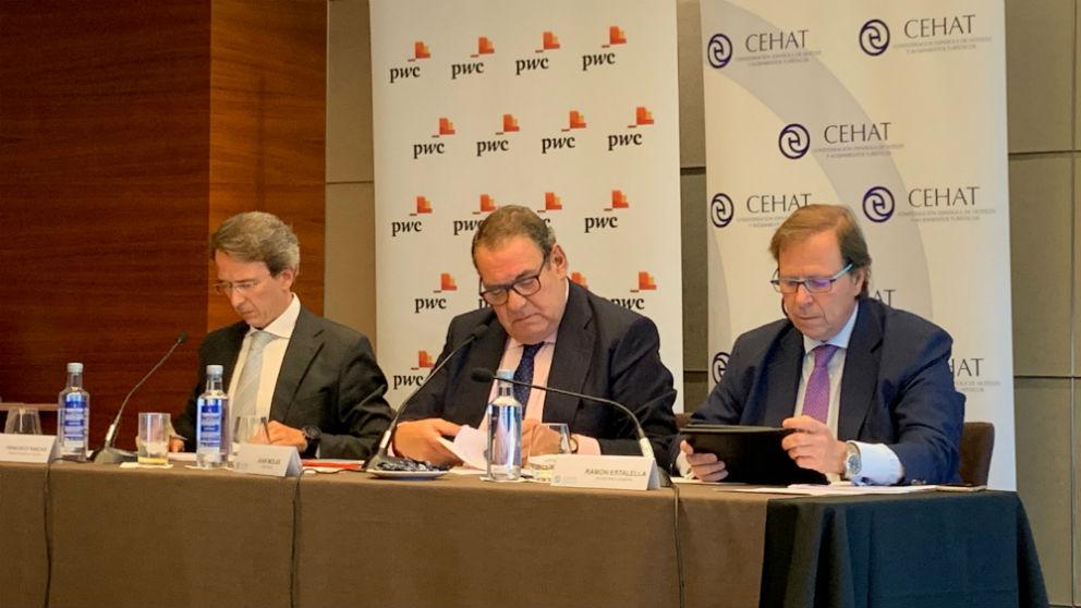 Francisco Sanchís, director experto en Turismo de PwC; Juan Molas, presidente de CEHAT; y Ramón Estalella, secretario general de CEHAT (Foto: C.M.)
