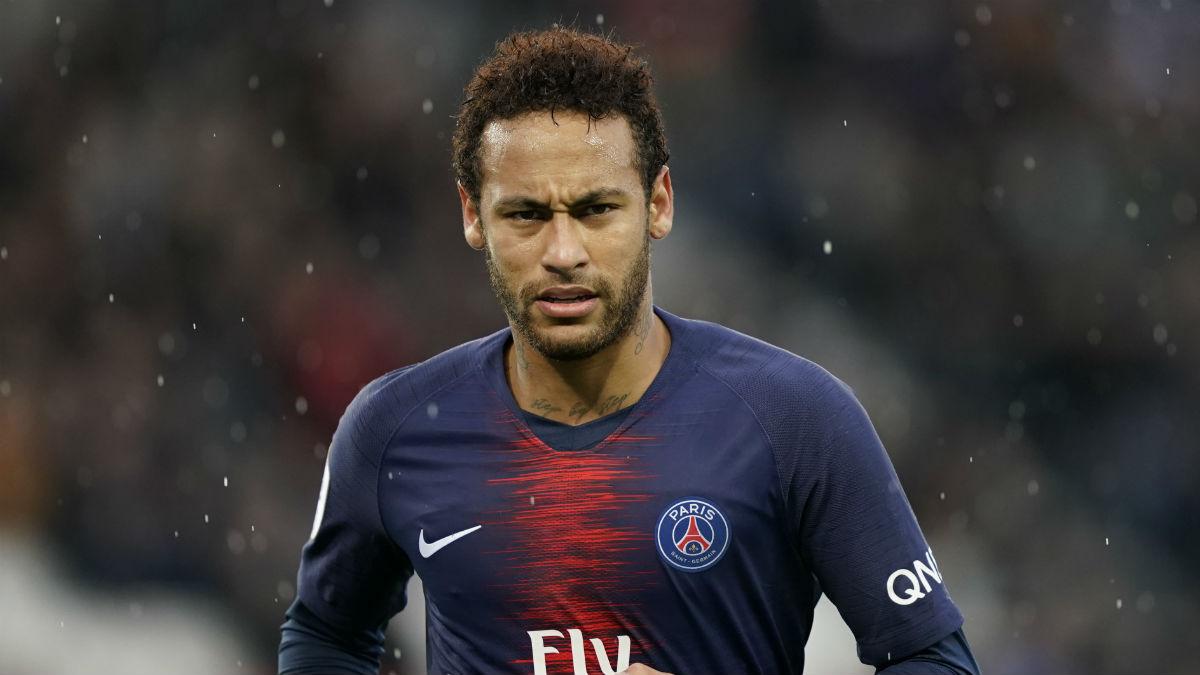 En Francia insisten en que el PSG quiere 200 millones por Neymar