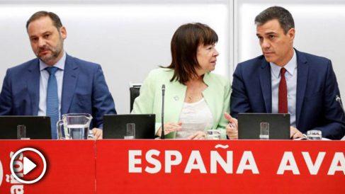 Pedro Sánchez junto a Cristina Narbona y José Luis Ábalos