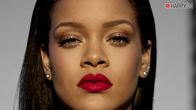 """Rihanna lanza un curioso mensaje sobre su disco y asegura que """"todo es una mentira"""""""