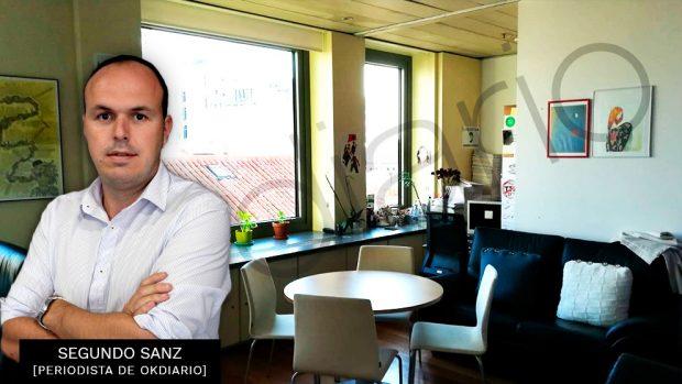 Segundo Sanz con la imagen del despacho de Iglesias