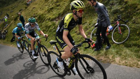 Simon Yates ataca ante Bilbao. (AFP)