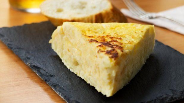 tortilla de patatas gorda sin que quede cruda en su interior