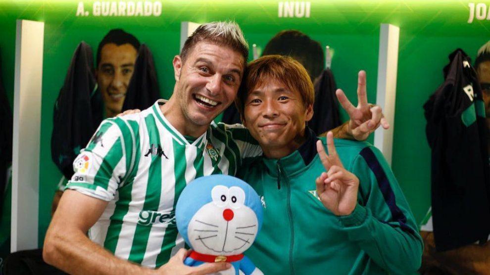 Joaquín da la bienvenida al Betis a Takashi Inui (@Takashi73784537)
