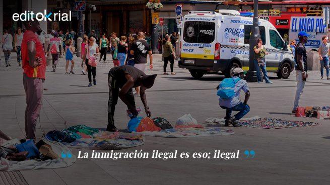 Centros de inmigrantes ilegales vacíos, calles llenas