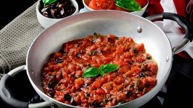Macarrones a la italiana con salsa putanesca