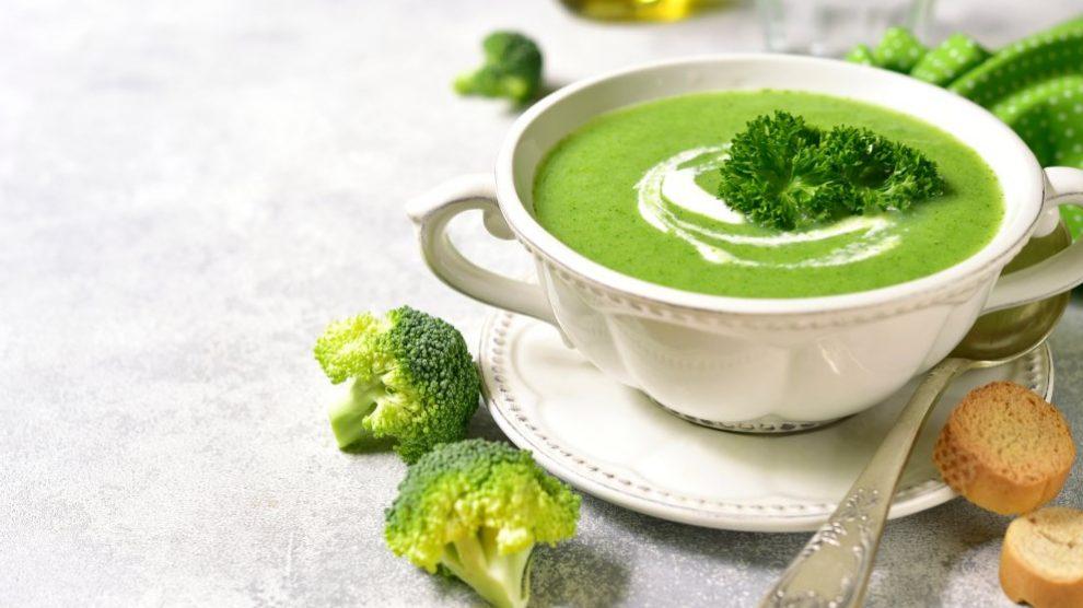Receta de Crema de calabacín y brócoli con picatostes