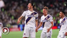 Zlatan Ibrahimovic celebra uno de sus goles.