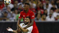 Jerome Boateng y Karim Benzema pelean por un balón en el Bayern – Real Madrid. (AFP)