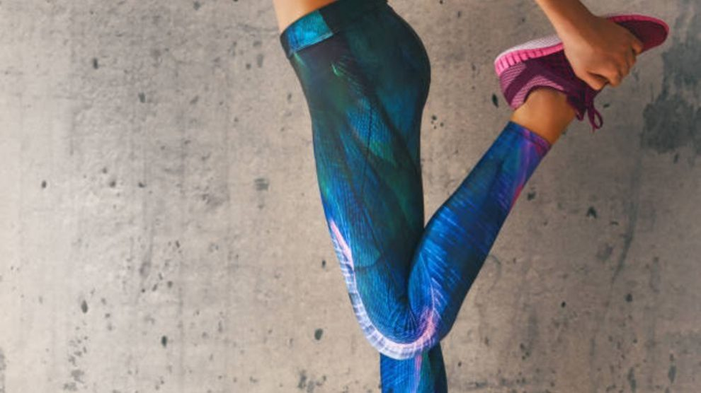 Guía de pasos para reparar un agujero en unos pantalones deportivos