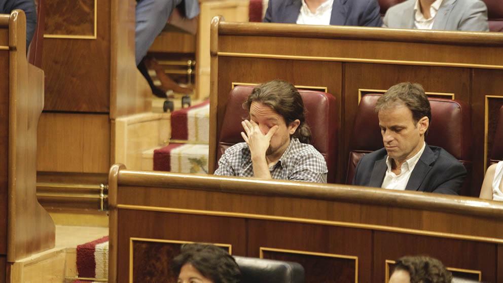 Pablo Iglesias durante el discurso de investidura de Pedro Sánchez. (Foto: Francisco Toledo).