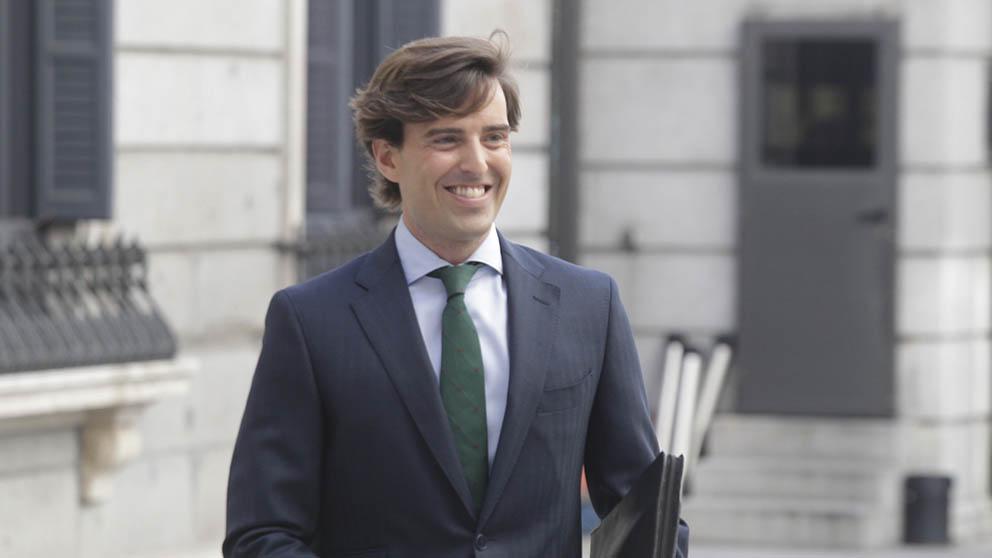 Pablo Montesinos (PP) entrando al Congreso de los Diputados. (Foto: Francisco Toledo).