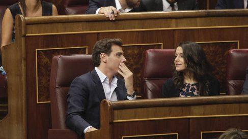 Albert Rivera e Inés Arrimadas en sus escaños del Congreso. (Foto: Francisco Toledo).