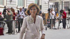 Carmen Calvo en el exterior del Congreso de los Diputados. (Foto: Francisco Toledo).