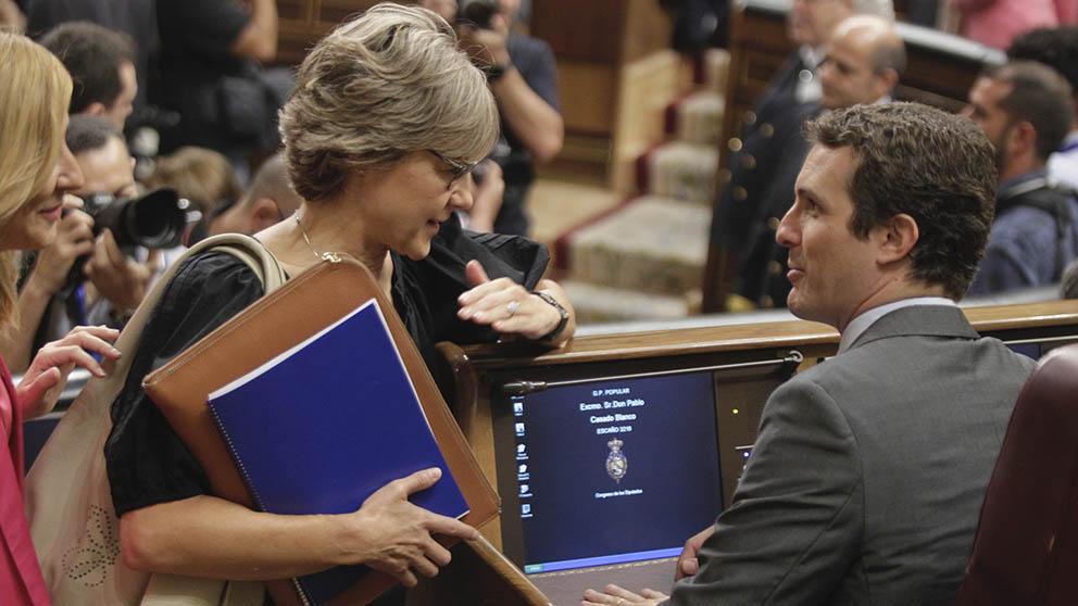 Pablo Casado con Isabel García Tejerina en el Congreso de los Diputados. (Foto: Francisco Toledo).