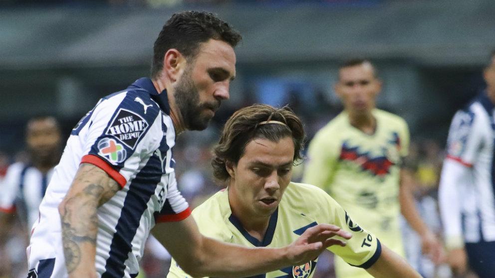 Miguel Layún vuelve a jugar al fútbol tras vencer al cáncer (AFP)