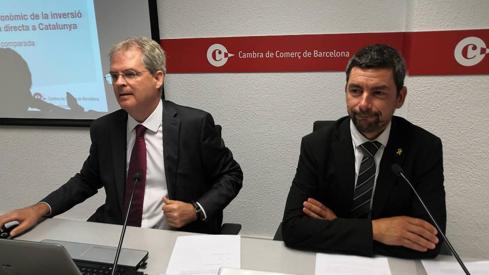 El presidente de la Cámara de Comercio de Barcelona, Joan Canadell (derecha)