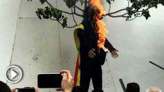Muñeco de Puigdemont quemado en Coripe el pasado abril. (EP/TWITTER/MARTBE)
