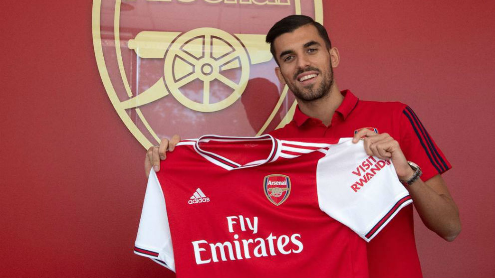 Ceballos posa con la camiseta del Arsenal. (arsenalfc)