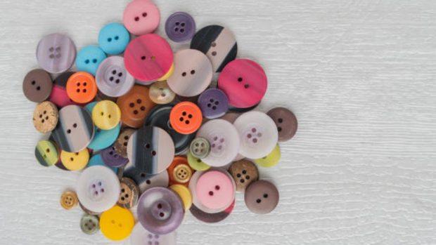 Cómo hacer un broche con botones