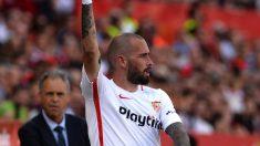 Aleix Vidal con el Sevilla (AFP)