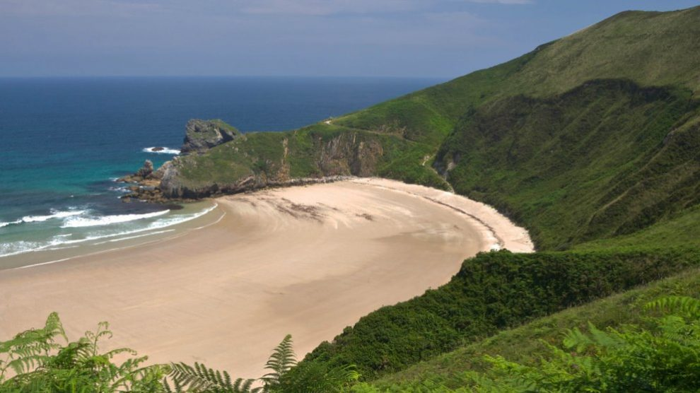 España cuenta con un gran número de playas nudistas muy interesantes