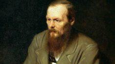Fiódor Dostoievski fue un escritor ruso que incidió mucho sobre la vida política de su país.