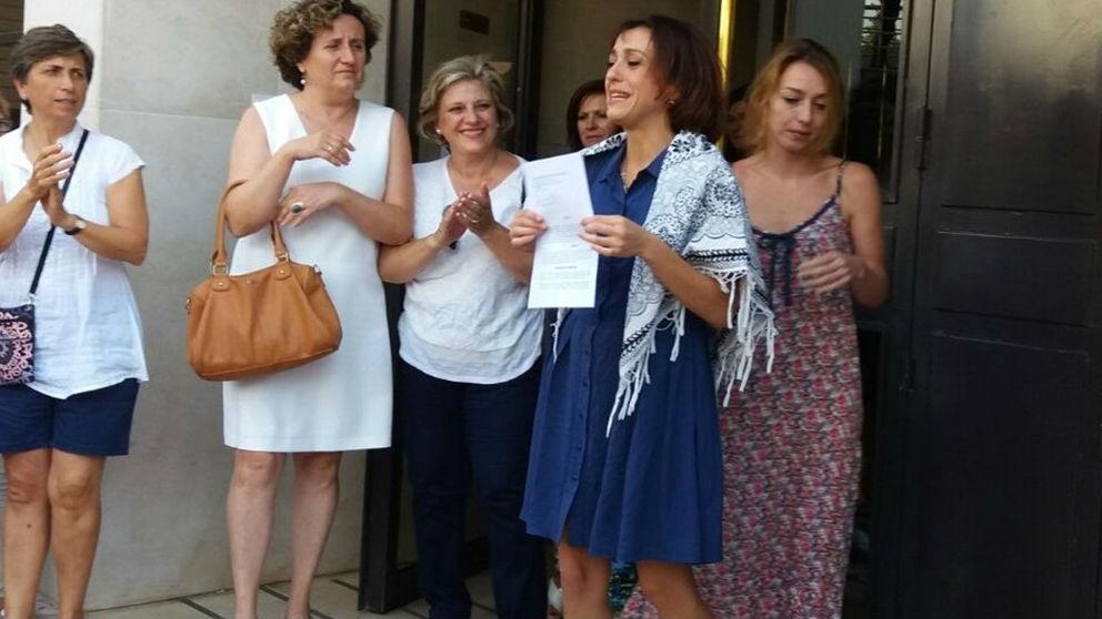 Juana Rivas, a las puertas de un juzgdo de Granada. (Ep)